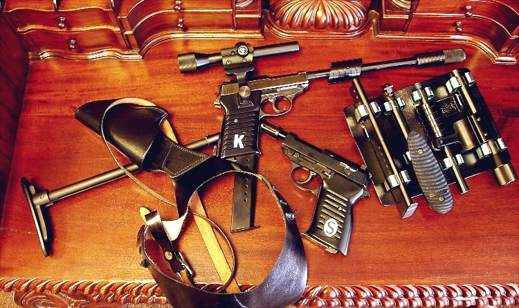 P-38 UNCLE GUNS, SHOULDER HOLSTER AND UTILITY PACK- by Brad Ferguson